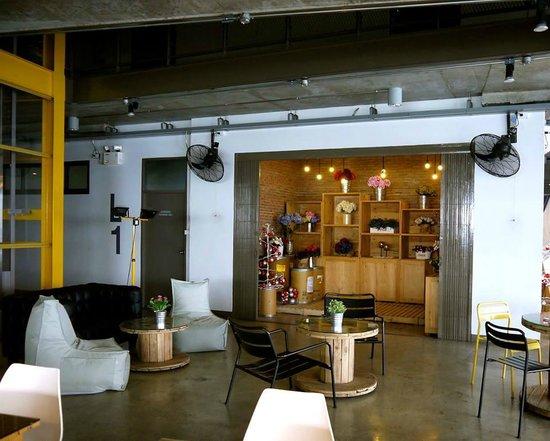 The Warehouse Bangkok: Lobby