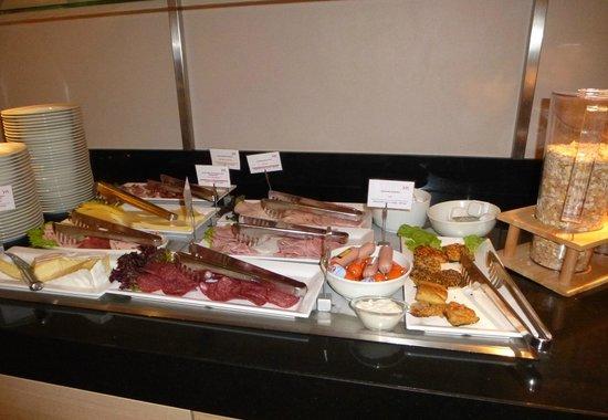 Mercure Hotel Dusseldorf Airport : ontbijt