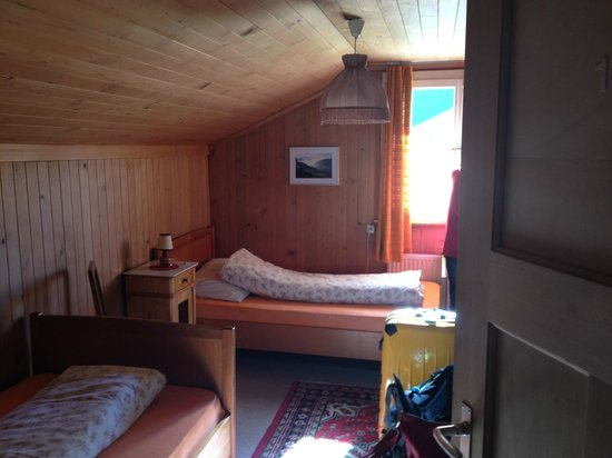 Lehmann`s Herberge: wooden room