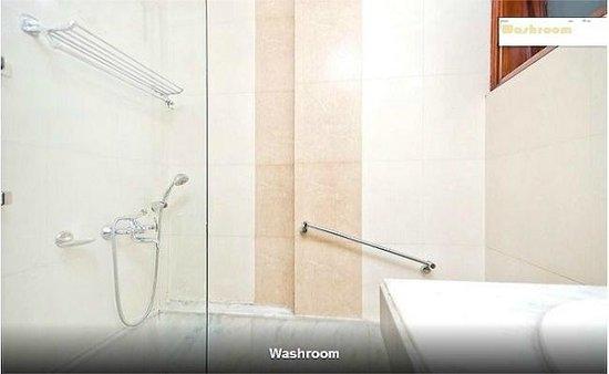 Harmony Suites: Washroom