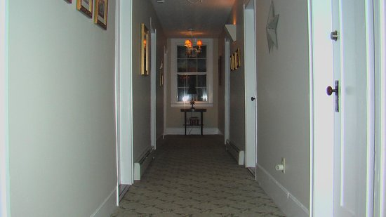 The American Hotel: Hallway to Room