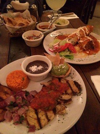 Carboncitos: Chips + 3 salsas, burrito, pork