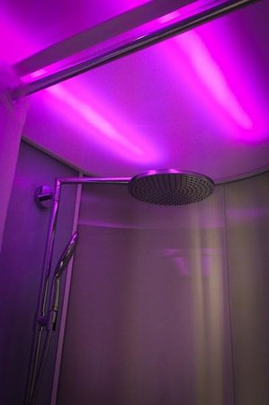 citizenM Rotterdam: RainShower - Controlable lights with digital room tablet! :)