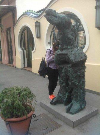 Boss: Странная статуя у входа