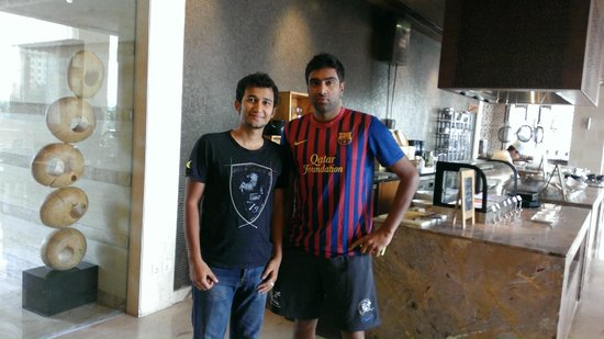 Jaipur Marriott Hotel: With Indian Cricketer Ashwin in Dining Area