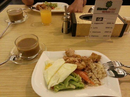 Clover City Center: Clover Hotel City Center PLUS - cold and tasteless breakfast
