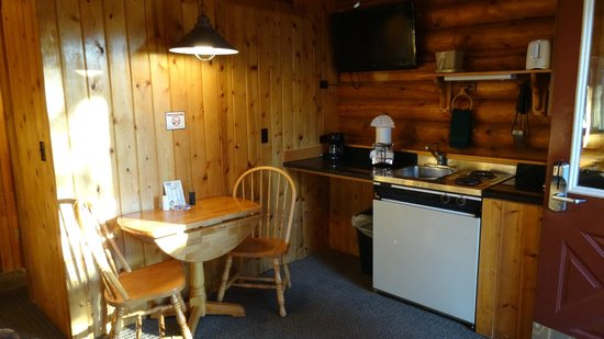 Cowboy Village Resort: kitchen in suite