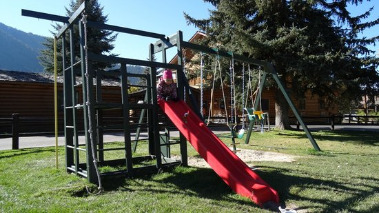 Cowboy Village Resort: playground nearby