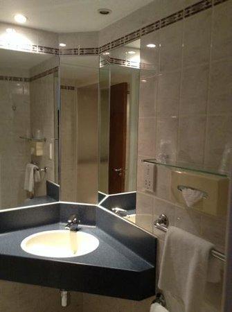 Holiday Inn Express Southampton West: bathroom