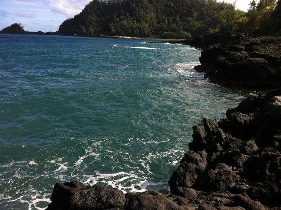 Hana Kai Maui: If you climb the fishing rock you see this...