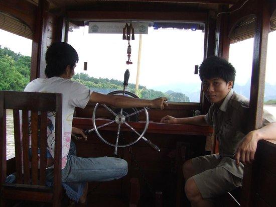 Kamu Lodge : On the river