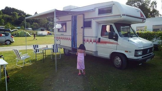 Beveroya Camping: Parked, little has had her first swim