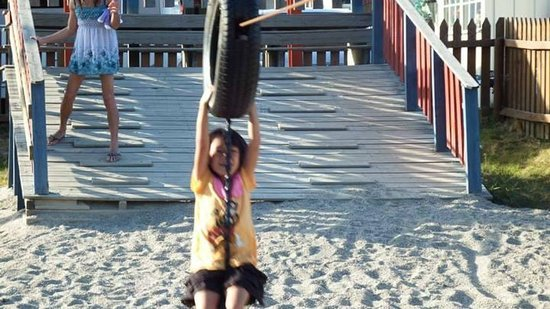 Beveroya Camping: Little one enjoying herself on the playground