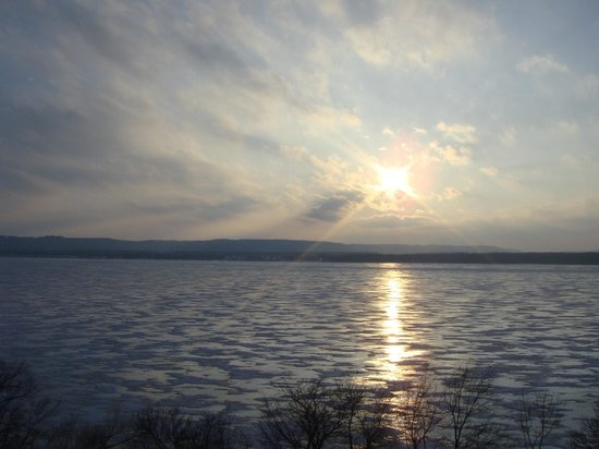 Lake Pepin: Unmoving waters... Looking south to Minnesota