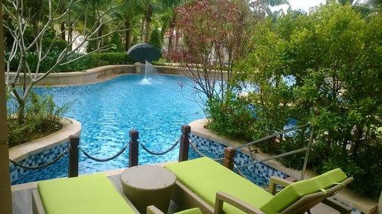 Sheraton Sanya Haitang Bay Resort : Pool outside Patio