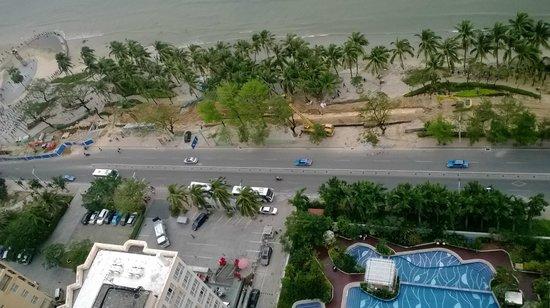 Four Points by Sheraton Hainan: The noisy road