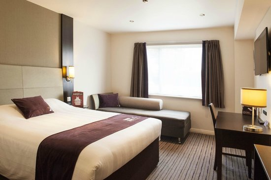 Premier Inn Huddersfield West Hotel: Huddersfield West Premier Inn: From Double to Family Rooms