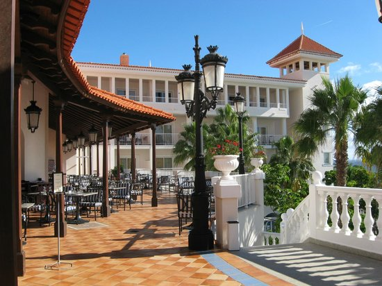 Hotel view picture of hotel riu palace madeira canico for Terrace hotel breakfast