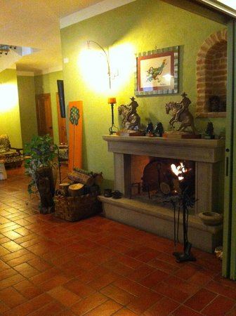Agriturismo Angel's Hill Farm : Camino acceso all'ingresso del Locale