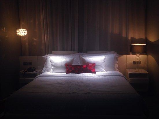 Mode Sathorn Hotel: Nice room with nice lighting