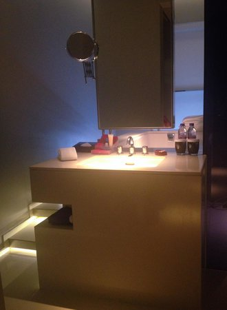 Mode Sathorn Hotel: Nice toilet