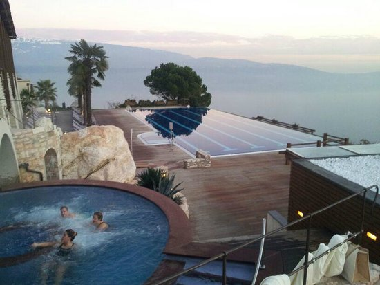 Lefay Resort & Spa Lago di Garda: Vista da piscina esterna superiore