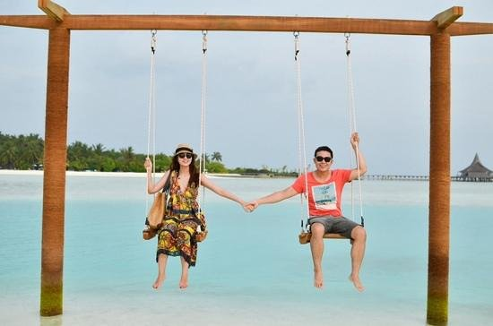 Anantara VeliMaldivesResort: the swing near dhigu reception