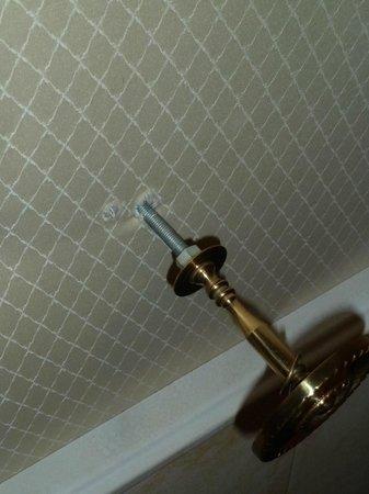 Häcker's Grand Hotel: Halterung Vorhang