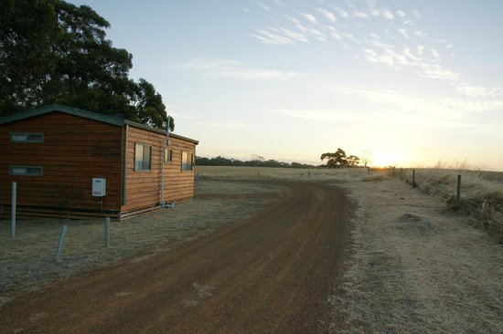 Seal Bay Cottages: Sunset with summer breeze
