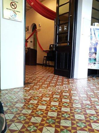 G-Inn: Entrance to lobby