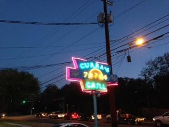 Curra's Grill: Outside sign
