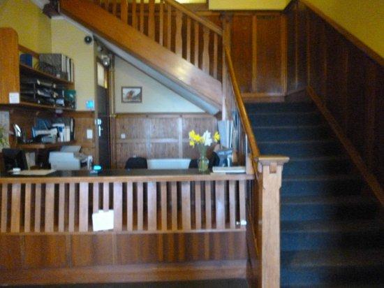 South Sea Hotel: Reception desk