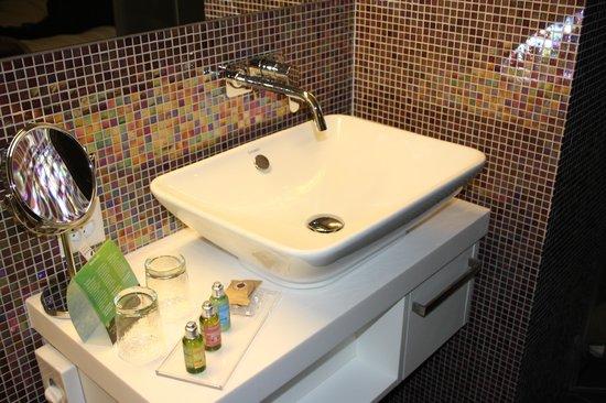 Hotel D - Basel : Bathroom