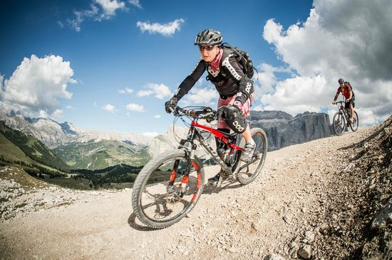 Kedul Alpine Lodge: Ellis is also MTB guide and loves to bike in the Dolomites