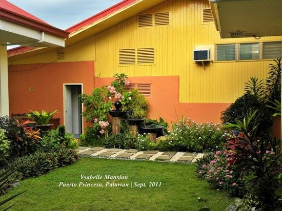Ysabelle Mansion: Garden Area