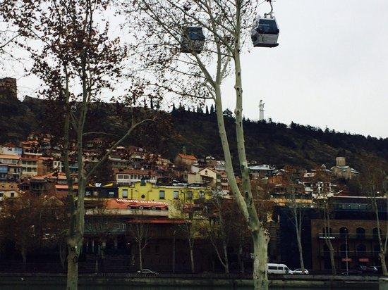7 Baits Hotel : Канатная дорога над отелем