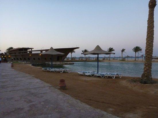 Harmony Makadi Bay Hotel & Resort: Рыбный ресторан на пляже