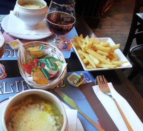 Café le Lombard: onion soup, fries and christmas edition beer :)