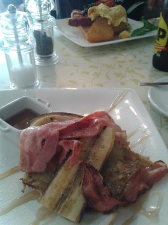 Picnic Cafe : Pancakes with bacon