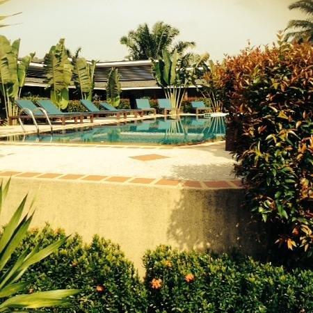 Aonang Phutawan Resort : Pool area
