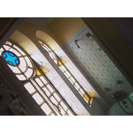 Castelo de Santa Catarina: Витражи в ванной