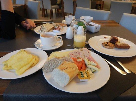 Caballero Hotel: petit dejeuner