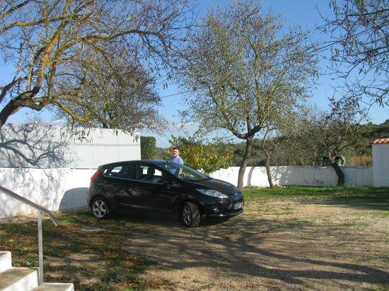 Quinta das Amendoeiras: car parking