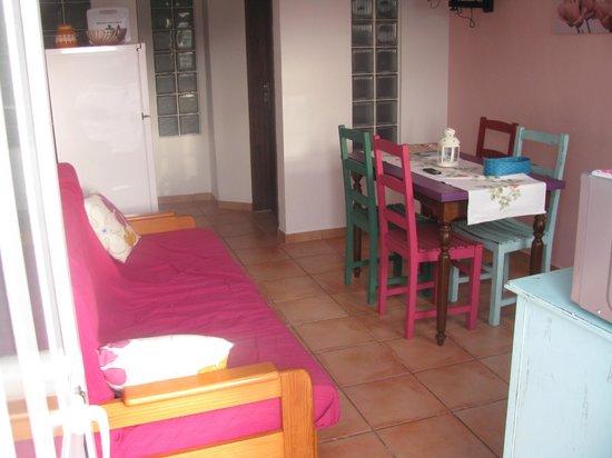 Quinta das Amendoeiras: kitchen area