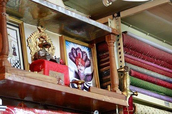 Kaali Kalyan Handicrafts / Textiles: 店內環境