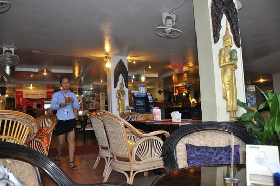 Khmeroyal Hotel: Time for a nice cold Angkor Lager at the Khmer Royal