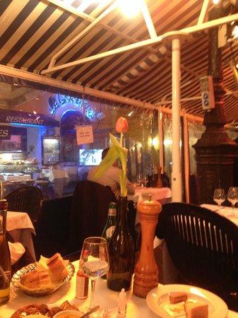 Marché aux Fleurs Cours Saleya: терраса ресторана в зимний период