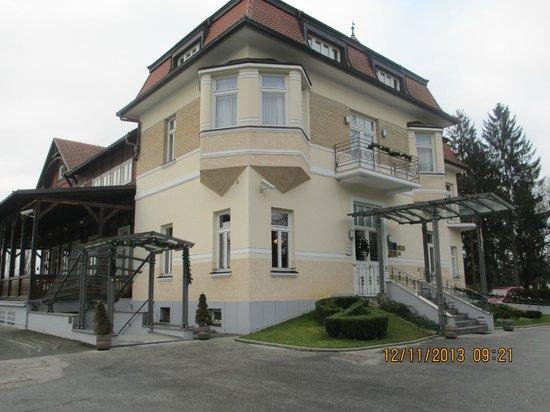 Hotel Korana Srakovcic: Another view of the hotel