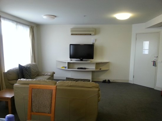 The Old Woolstore Apartment Hotel : Living hall