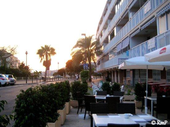 Restaurant La Caravelle: La Caravelle - Outdoor setting in sunset